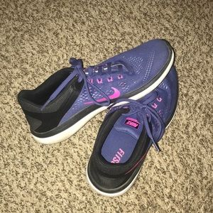 Purple and pink Nike Fitsole Women's 8.5 shoes!